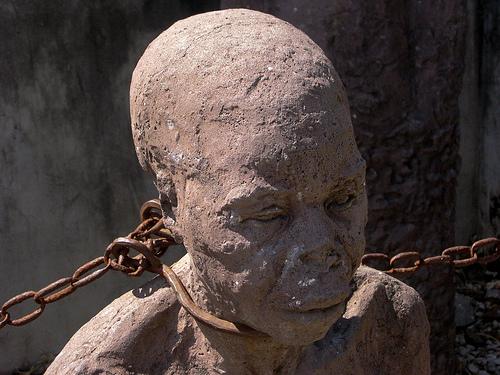 Risultati immagini per schiavi felici